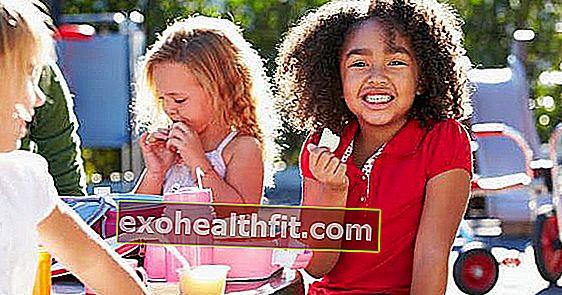 Egészséges iskolai étkezés: mit kell beletenni a gyermekeibe?